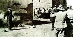 Sinister Images of Public Execution in the Wild West Mexican firing squad Belize Vacations, Belize Travel, Barbados, Execution By Firing Squad, Old Photos, Vintage Photos, Mexican People, Mexican Revolution, Pakistan Travel