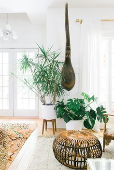 Step Inside The Free Spirited Home Of Jennifer From Fleamarketfab Sill Best Living Room Plants