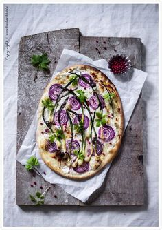 Tart flambée with wild garlic, red onions and herbs