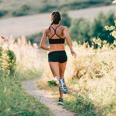 "E l i s a 🍀 on Instagram: ""•LOVE YOURSELF, RUN THE WORLD, LIVE FREE • 🍀💚 . . . . .  #beatyesterday #runforlife #runningmom #runningtime #run4fun #instarunners…"" Running Style, Running Fashion, Live Free, Love You, World, Instagram, Races Style, The World, Te Amo"