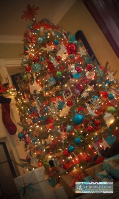 DG Innovations Turquoise red & blue christmas tree