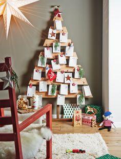 Da steht er in seiner ganzen Pracht: Ein selbst gebauter Adventskalender in Form eines Weihnachtsbaumes... da kann die Vorweihnachtszeit kommen. (Foto: Bosch)