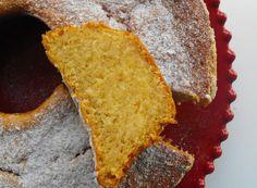 Feito na Bimby ou de forma tradicional, este bolo fica sempre fofo e com uma textura única