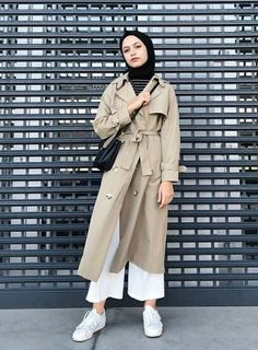 Hijab And Coat Style You Need To Warm Up Your Body This Season Tesettür Kaban Tesettür Mont Modelleri 2020 Modest Fashion Hijab, Modern Hijab Fashion, Casual Hijab Outfit, Hijab Chic, Muslim Fashion, Fashion Outfits, Trendy Fashion, Casual Outfits, Fashion Tips