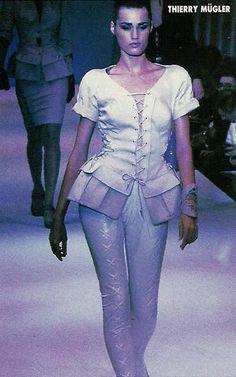 1990 yasmin lebon in thierry mugler mugler mania for A travers le miroir thierry mugler