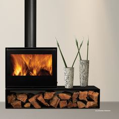 Estufa Cristal 60 Premium, evite costosas instalaciones. Máximo diseño y poder calorífico. Visite nuestra web, todos los precios Iva Incluido. Wood Burner Fireplace, Cabin Fireplace, Modern Fireplace, Fireplace Design, Casa Patio, Log Burner, House Inside, Facade House, Sweet Home