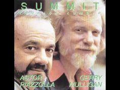 Gerry Mulligan (Nueva York, 6 de abril de 1927 - Darién, 20 de enero de 1996) fue un músico estadounidense de jazz, saxofonista barítono y arreglista.  Se trata de una de las figuras legendarias del saxo jazzístico, y de uno de los principales representantes del cool.  http://en.wikipedia.org/wiki/Gerry_Mulligan  http://es.wikipedia.org/wiki/Gerry_Mulligan  http://www.apoloybaco.com/gerrymulliganbiografia.htm