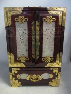Oriental Jewelry Box - I have one similar to this one:)