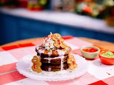 Katie Lee Gingerbread Pancakes with Icing Recipe from Food Network What's For Breakfast, Breakfast Pancakes, Christmas Breakfast, Pancakes And Waffles, Christmas Morning, Christmas Time, Breakfast Recipes, Christmas Brunch, Morning Breakfast