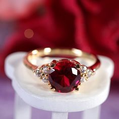 https://www.bkgjewelry.com/ruby-rings/245-18k-yellow-gold-diamond-ruby-solitaire-ring.html Runde Schnitt rot Rubin Zirkonia 18K Gold Plated von rivajewelry, $5.99