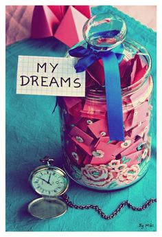 Goin to make a dream jar Diy Arts And Crafts, Cute Crafts, Diy Crafts, Vintage Style Wallpaper, Dream Jar, Never Stop Dreaming, Cute Room Decor, Roomspiration, My New Room
