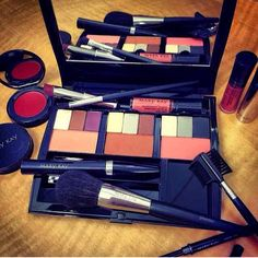 Mary Kay Compact Pro!!! Contact me for all your Mary Kay needs: taylorself@marykay.com