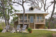 Beach Style House Plan - 2 Beds 1 Baths 869 Sq/Ft Plan #536-2 Exterior - Front Elevation - Houseplans.com