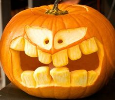 Halloween Tags, Halloween Pumpkin Designs, Homemade Halloween Decorations, Fun Halloween Crafts, Halloween Displays, Outdoor Halloween, Halloween Pumpkins, Scary Pumpkin Carving, Pumpkin Decorating
