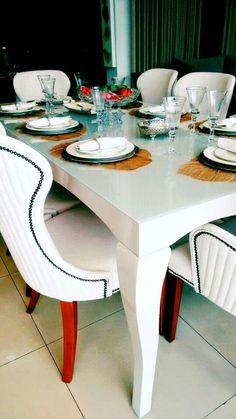 #NovidadeFibraAlphaDecor Chegaram as novas mesas de jantar em laca branca com detalhes incríveis e a linha de cadeiras em tecido super confortáveis e com design exclusivo ! Aproveite e confira nossas condições especiais para mudar sua decoração ! #alphaville #alamedagabriel #shoppingvillalobos #arquitetura #decoracao #interiores #powercouplebrasil #tendencia #anonovomoveisnovos #cad #instadesign #instadecoracao #instadecor
