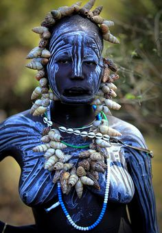 Les Mursi by claude gourlay. Mursi people of the Omo Valley in southern Ethiopia perform their ancient tradition of temporary body decoration on themselves and each other a few times each day. African Tribes, African Women, African Art, Black Is Beautiful, Beautiful People, Folk, Tribal People, Tribal Women, Art Africain