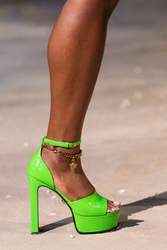 Vogue Paris, Luxury Lifestyle Fashion, Versace Shoes, Colorful Shoes, Donatella Versace, Spring Shoes, Trendy Shoes, Mannequins, Spring Summer Fashion