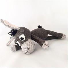 Muster von einem schönen Esel in einer PDF-Datei, klar beschrieben mit Fotos in Holland, , Englisch und Deutsch der Esel ist, wenn es fertig ist Häkeln mit Phildar Baumwolle 3 und auf Nadel 2,5 mm, ca. 30 cm lange, wie Sie andere Garn und Nadel verwende