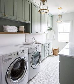 Why doesn't my laundry room look like this? ......Tag a friend who would love this too!.... credit: Mawr Design via @luxemagazine
