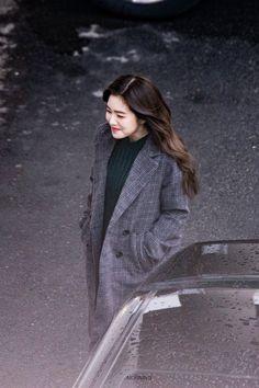 Red Velvet Irene, Black Velvet, Velvet Style, Gigi Hadid Photoshoot, Velvet Fashion, Airport Style, Airport Fashion, Sooyoung, Seulgi