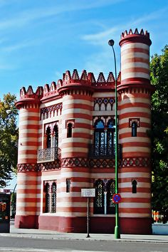COSTURERO DE LA REINA (Sevilla) The Sewing Queen is a building constructed in the late nineteenth century in the gardens of the Palace of San Telmo, now the Maria Luisa Park in Seville, Spain