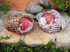 Vendo Piedras pintadas a mano: gallinas. el tamaño de estas piedras es de 30 cm largo x 20 cm ancho x 20 cm de fondo. 4 kg. aprox. se pueden hacer otros tamaños y otros razas de gallina o gallo.gastos de en...
