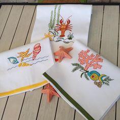 Te gusta el mar? Entonces estas toallas de cocina te encantaran! ⭐Toallas Italianas con diseños marinos, bordadas con tu nombre o iniciales.  #marcanlenceria #toallas #cocina #hogar #decoración #bordados