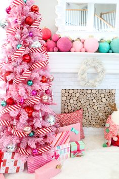 Adorable 52 Rustic Non Traditional Christmas Tree Design Ideas For Home Christmas Tree Design, Retro Christmas Decorations, Traditional Christmas Tree, Unique Christmas Trees, Noel Christmas, Christmas And New Year, Christmas Crafts, Whimsical Christmas, Christmas Mantles