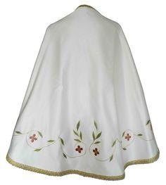 Manto sagrado para figura de la Virgen María confeccionado en raso blanco. Prenda bordada con flores en todos rojizos y rosas. Las hojas son de color verde y contorno decorado con galón dorado. Manto totalmente personalizable, pídenos presupuesto. (3/4) http://www.articulosreligiososbrabander.es/manto-imagen-figura-virgen-maria-raso-bordado.html #Manto #MantoVirgenMaria #MantoImagen #VirginMantle