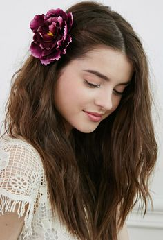 Editor's Pick: A Faux Flower Hair Clip Made for Spring Weddings Portrait Photography Poses, Photography Poses Women, Girl Photography Poses, Portraits, Cute Girl Photo, Girl Photo Poses, Girl Poses, Stylish Girls Photos, Stylish Girl Pic