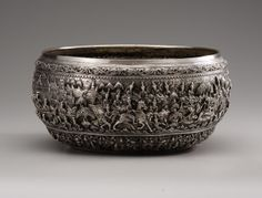 Large Burmese Ceremonial Bowl with beautiful high relief Jataka story. Early-mid 20th century.