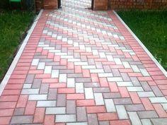 42 Amazing DIY Garden Path and Walkways Ideas Paving Stone Patio, Brick Pathway, Paving Stones, Paving Slabs, Paving Design, Pergola Design, Driveway Design, Garden Yard Ideas, Diy Garden