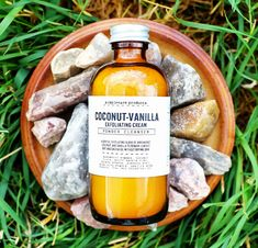 Paraben-free coconut vanilla powder cleanser is a silky –smooth gentle natural face cleanser with splashes of arrowroot, coconut, and potato. It is one of our best selling products, a favorite cleanser with natural ingredients. Cleanser For Oily Skin, Face Cleanser, Moisturizer, Homemade Scrub, Homemade Facials, Diy Peeling, Coconut Oil For Acne, Natural Exfoliant, Exfoliate Face