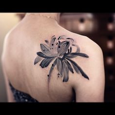 The Cool Paint Lotus Tattoo on Shoulder Blade by New Tattoo is a combination of the Japanese and watercolor tattoo styles. By the way, it also looks impressively feminine and beautiful.