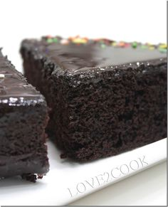 Looking for a great dessert for completing your meals at home? This is quick and simple best three chocolate cake recipes ready to serve you at home. Cupcakes, Cupcake Cakes, Just Desserts, Delicious Desserts, Dessert Recipes, Yummy Treats, Sweet Treats, Moist Cakes, Moist Cake Recipes