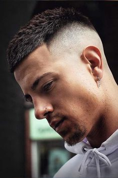 Skin Fade ❤ Getting a mens fade haircut means taking your haircut to the next level. And here, we're telling everything you should know to choose and wear it right. Find out the difference between low Best Short Haircuts, Cool Haircuts, Hairstyles Haircuts, Mens Short Fade Haircut, Young Men Haircuts, Barber Haircuts, Short Undercut, Haircut Men, Ponytail Hairstyles