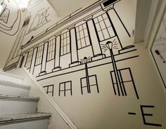 Het huis had duidelijk wat versiering nodig, daarom besloot de gozer die erin woont aan de slag te gaan met wat zwarte tape. Het resultaat was zo vet geworden dat hij nog eventjes door is gegaan.