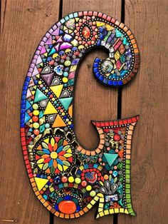Letter G mosaic ♥ Custom creations by Tina @ Wise Crackin' MosaicsEtsy :: Your place to buy and sell all things handmade Mosaic Diy, Mosaic Garden, Mosaic Crafts, Mosaic Glass, Mosaic Tiles, Mosaic Mirrors, Mosaic Wall, Gaudi Mosaic, Mosaic Birdbath