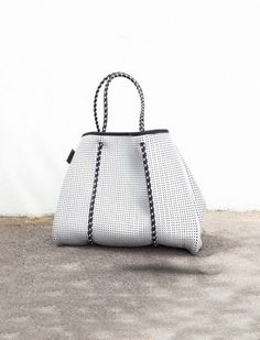 Prene Bags The Sterling Bag Beautiful Bags, Fashion 2017, Purses And Handbags, Bucket Bag, Dust Bag, Zip Ups, Fashion Beauty, Pouch, Mini