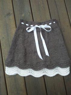 Baby Knitting Patterns Ravelry: Skjørt pattern by hjertemynthe… Knitting For Kids, Baby Knitting Patterns, Knitting Stitches, Crochet Patterns, Knitting Wool, Baby Skirt, Baby Pullover, Ravelry, Knit Skirt