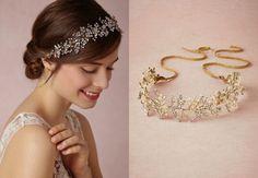 Diedema de cristales Swarovski, perlas de agua dulce y perlas de vidrio. Se sujeta al pelo con una cinta dorada. Foto: www.bhldn.com