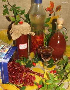 Katalin konyhája: Hecsedli (csipkebogyó) lekvár, szörp, tea és likőr - újra Alcoholic Drinks, Beverages, Marmalade, Chutney, Jelly, Tea, Smoothie, Food And Drink, Table Decorations