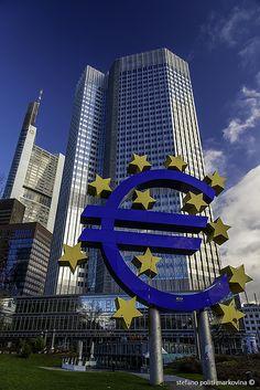 Euro monument in Frankfurt, Germany