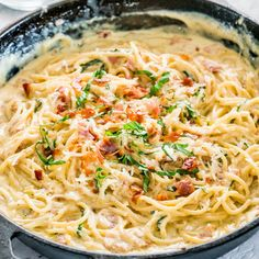 This creamy carbonara is a plate of heavenly creamy pasta silky spaghetti with crispy pancetta in a super creamy and cheesy sauce simply delicious and so easy to make them at home carbonara creamycarbonara Creamy Chicken Carbonara, Chicken Carbonara Recipe, Carbonara Recept, Creamy Pasta Dishes, Creamy Pasta Recipes, How To Cook Carbonara, Carbonara Pasta Sauce, Easy Pasta Carbonara Recipe, Salads