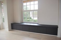 Interesting Window seat with small drawers underneath, this could be an option with the drawers in between the radiators from the living room. Home Living Room, Apartment Living, Living Room Designs, Style At Home, Window Benches, Interior Decorating, Interior Design, Bench With Storage, Unique Furniture