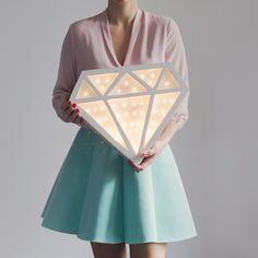 Lampa DIAMENT  Wszystkie nasze lampy są wykonywane ręcznie, z naturalnego drewna. Każda sztuka jest unikatowa, produkowana na zamówienie. Lampy mogą mieć zaprojektowany przez ciebie kształt, ale...