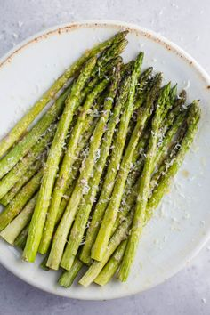 This Parmesan Baked Asparagus recipe is a quick and easy side dish that& perfect for dinner. You can& go wrong with cheesy asparagus! Source by bfota - Esparagus Recipes, Bacon Recipes, Vegetable Recipes, Cooking Recipes, Healthy Recipes, Vegetable Sides, Online Recipes, Sunday Recipes, Family Recipes