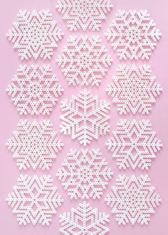 Perler Christmas Bead Patterns Snowflakes and fun Perler Bead Designs, Perler Bead Templates, Hama Beads Design, Diy Perler Beads, Perler Bead Art, Hama Beads Coasters, Melty Bead Designs, Melty Bead Patterns, Pearler Bead Patterns