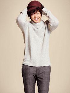 Kim Hyun Joong debutó en la música como el líder de SS501 en 2005. Es así que su carrera en el mundo artístico comienza en el ámbito musical.