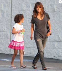 Exclusif - Halle Berry et sa fille Nahla et des amies à Los Angeles le 19…